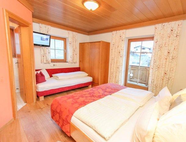 ferienhof-pfefferbauer-hinterglemm-slaapbadkamer.jpg