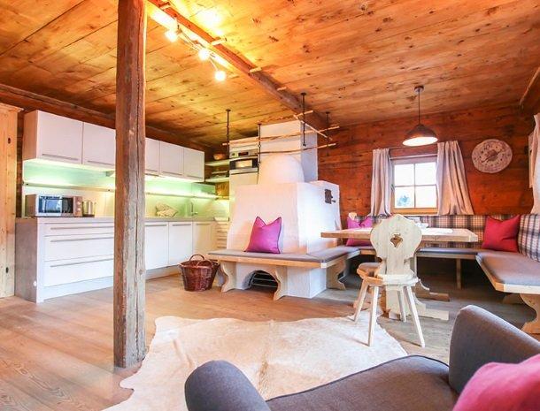 ferienhof-pfefferbauer-hinterglemm-vakantiehuis-woonkamer.jpg