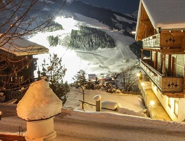 ferienhof-pfefferbauer-hinterglemm-winter-avond.jpg