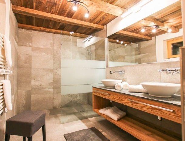 ferienhof-pfefferbauer-hinterglemm-vakantiehuis-badkamer.jpg