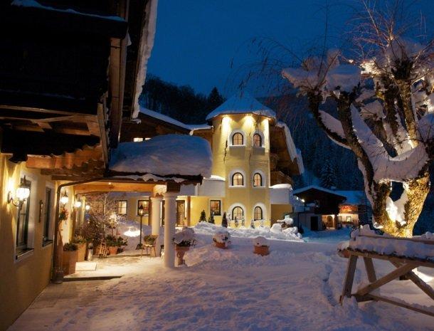 hotel-eggerhof-saalbach-winter-avond.jpg