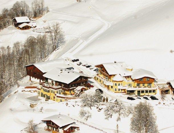 hotel-eggerhof-saalbach-winter-overzicht.jpg