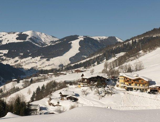 hotel-eggerhof-saalbach-winter-skipistes.jpg