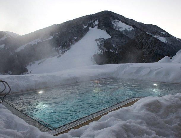 hotel-eggerhof-saalbach-winter-zwembad.jpg