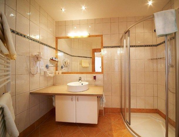 hotel-eggerhof-saalbach-badkamer-landhaus.jpg