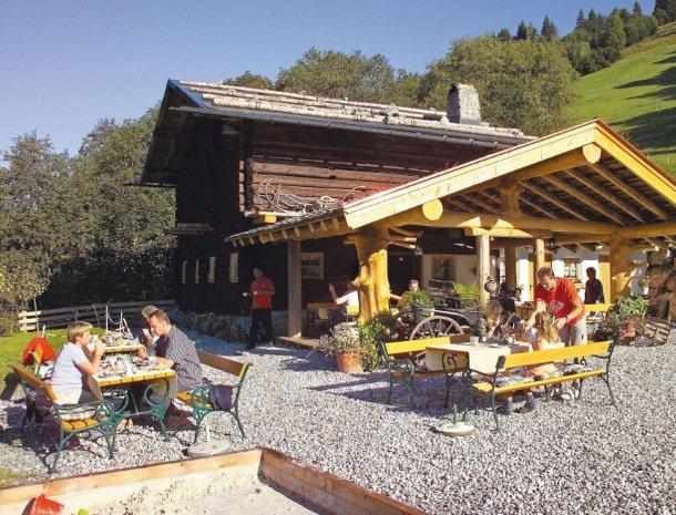 hotel-eggerhof-saalbach-almhut-eten.jpg