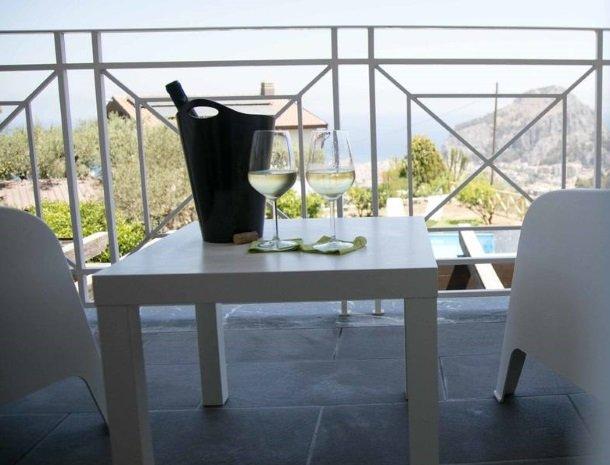 villa-nesea-cefalu-kamer-calipso-balkon.jpg