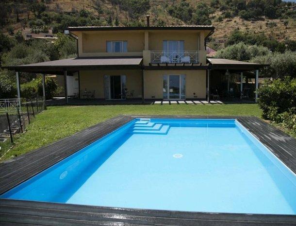 villa-nesea-cefalu-b&b-met-zwembad.jpg