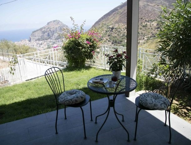 villa-nesea-cefalu-terras-uitzicht.jpg
