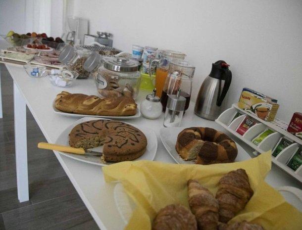 villa-nesea-cefalu-ontbijt.jpg