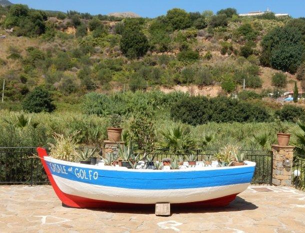 casale-del-golfo-castellammare-boot.jpg