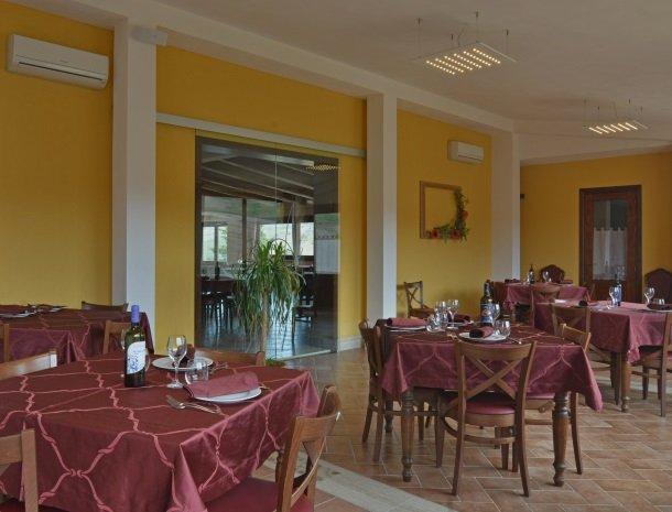 agriturismo-arcudaci-sicilie-restaurant-diner.jpg