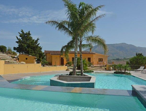 agriturismo-arcudaci-sicilie-zwembad-zoutwater.jpg