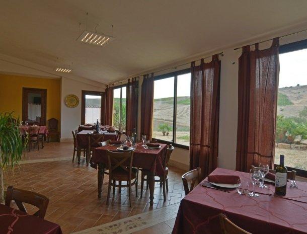 agriturismo-arcudaci-sicilie-restaurant.jpg