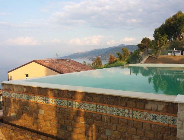 residence-magara-cefalu-sicilie-zwembad.jpg
