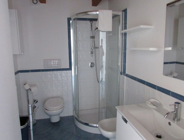 residence-magara-cefalu-sicilie-appartement-badkamer.jpg