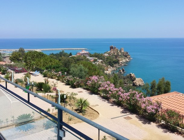 residence-magara-cefalu-sicilie-uitzicht-zee.jpg
