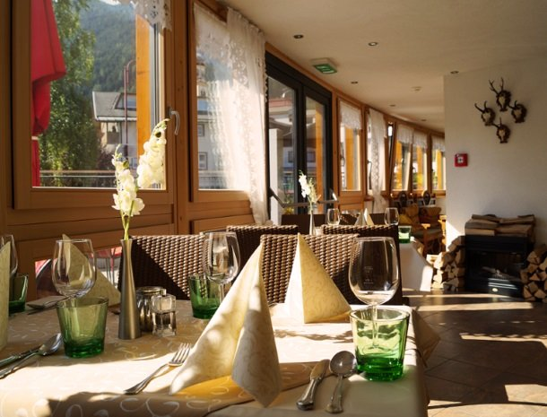 adler hotel-pension-fulpmes-stubaital-restaurant-tafels.jpg