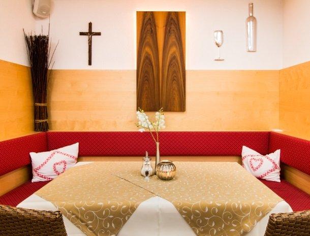 adler hotel-pension-fulpmes-stubaital-tafel.jpg