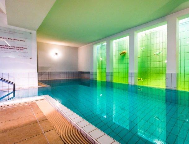 adler hotel-pension-fulpmes-stubaital-zwembad-aquarium.jpg