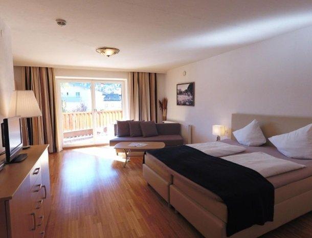 adler hotel-pension-fulpmes-stubaital-familiekamer.jpg