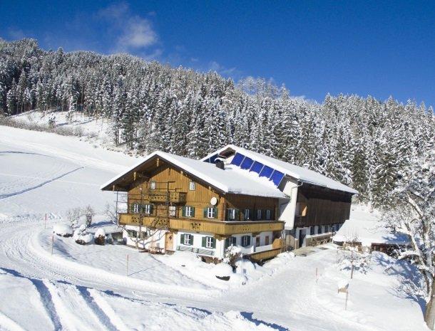 asterhof-fugen-tirol-schuur- winter.jpg