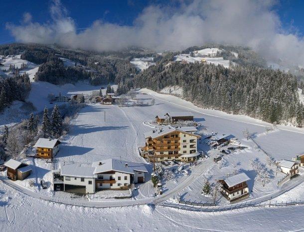 asterhof-fugen-tirol-bovenaanzicht winter.jpg
