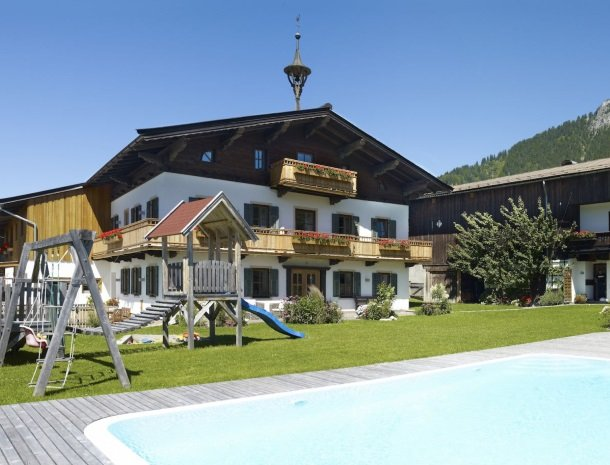 tierwarthof-fieberbrunn-zwembad-appartementen.jpg