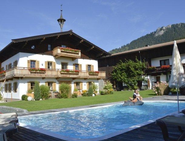 tierwarthof-fieberbrunn-tuin-zwembad.jpg