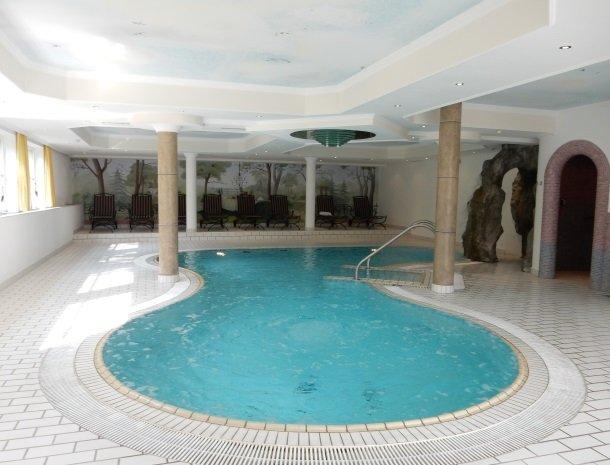 landhaus-ager-söll-tirol-binnenzwembad.jpg
