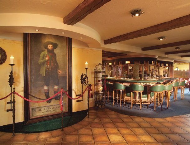landhaus-ager-söll-tirol bar in hotel.jpg