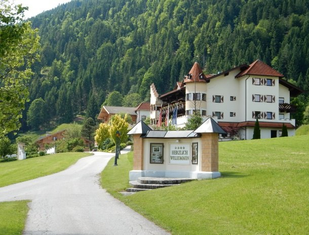 landhaus-ager-söll-tirol-toegangsweg.jpg