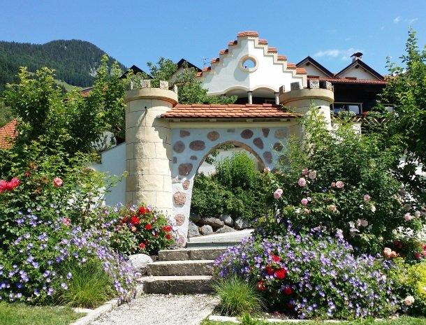 landhaus-ager-söll-tirol-bloemen.jpg