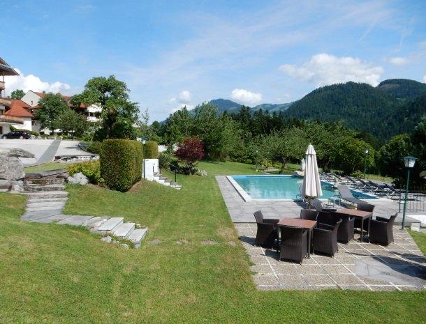 landhaus-ager-söll-tirol-buitenzwembad.jpg
