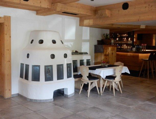 hotel-grosslehen-fieberbrunn-tegelkachel-bar.jpg