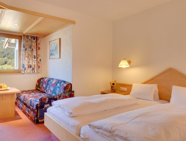 hotel-bergkranz-mieders-tirol-kamer-bed.jpg