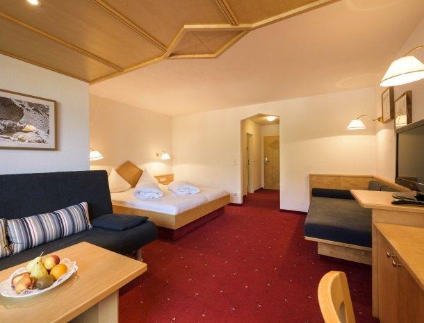hotel-bergkranz-mieders-tirol-kamer met zitje.jpg