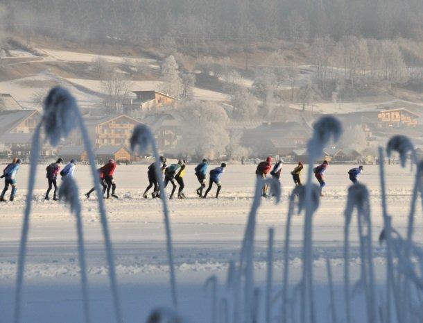 weissensee-schaatsers-karinthie-oostenrijk.jpg