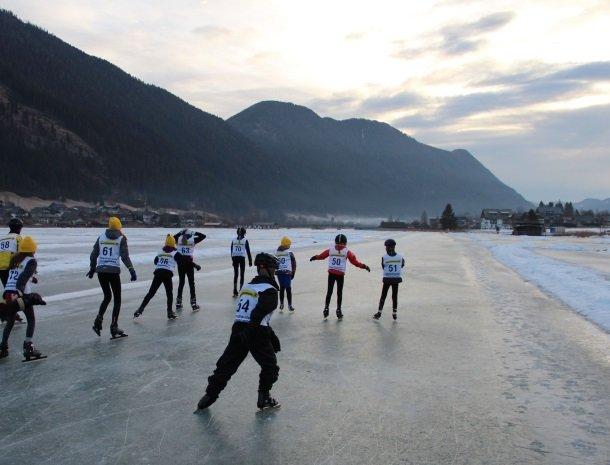 weissensee-schaatsers-kinderen-karinthie-oostenrijk.jpg