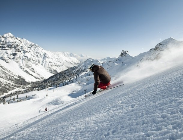 schlick2000_andreschoenherr_skier.jpg