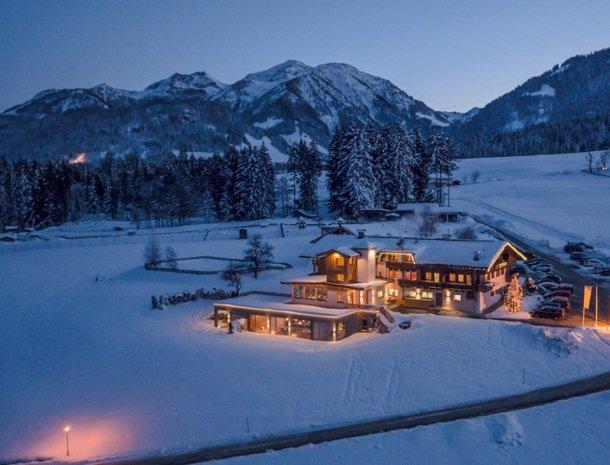 hotel-grosslehen-fieberbrunn-overzicht-avond-winter.jpg