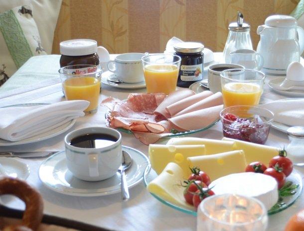 haus-tannhof-jungholz-tirol-ontbijt.jpg
