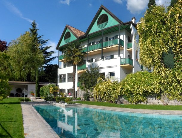 hotel-pension-verdorfer-merano-zwembad.jpg