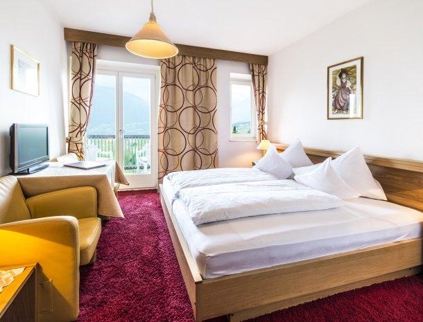 hotel-pension-verdorfer-merano-slaapkamer-balkon.jpg