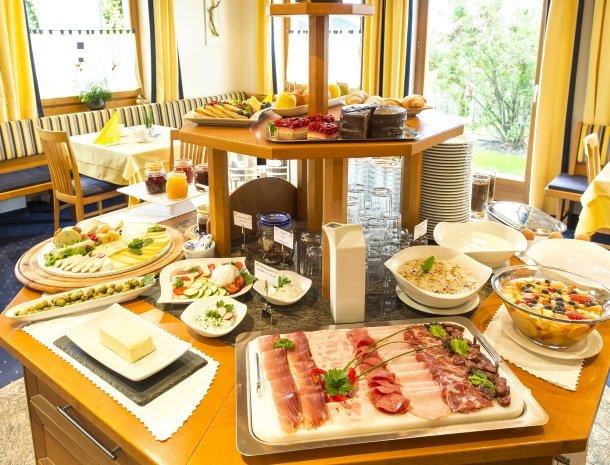 hotel-pension-verdorfer-merano-ontbijtbuffet.jpg