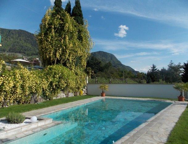 hotel-pension-verdorfer-merano-het-zwembad.jpg