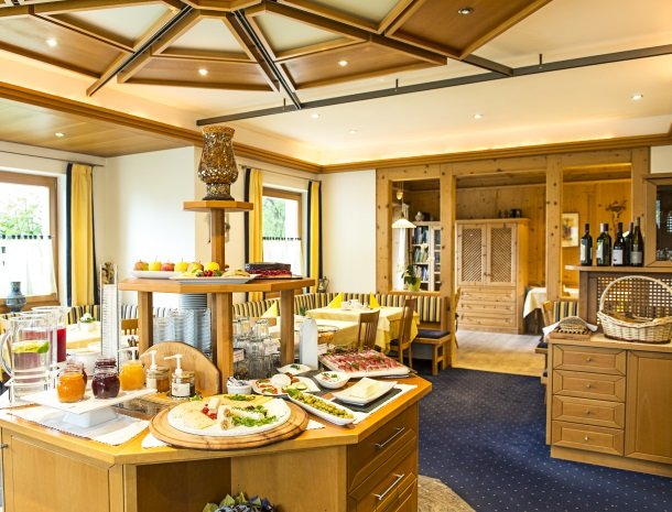 hotel-pension-verdorfer-merano-stube-ontbijt.jpg
