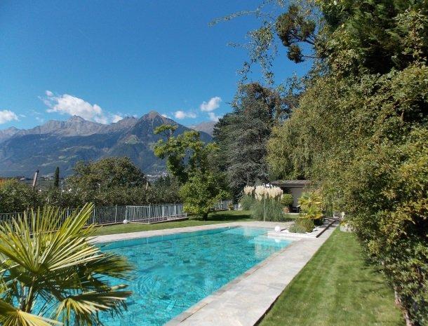 hotel-pension-verdorfer-merano-zwembad-bergen.jpg