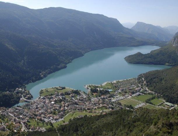 garni-lago-alpino-molveno-meer.jpg