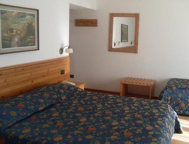 garni-lago-alpino-molveno-slaapkamer.jpg